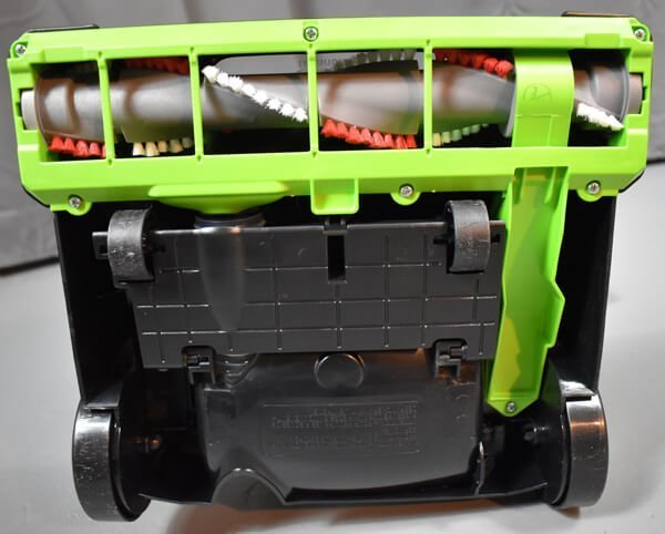underside of the Bissell CleanView 95957 cleaner head