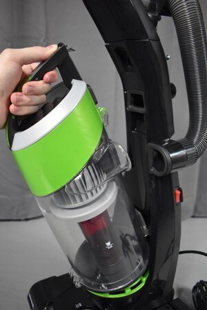 Bissell CleanView 9595 removing dustbin