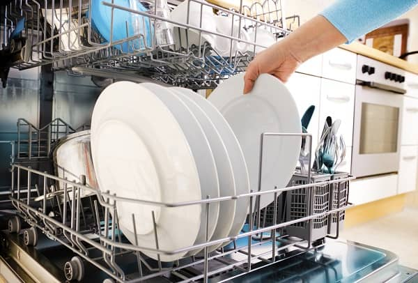 taking out dry plates from dishwasher